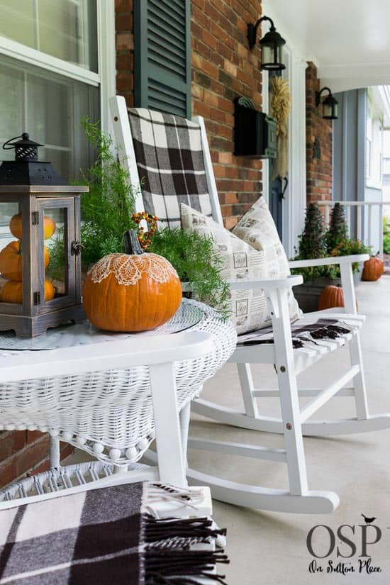 Don T You Just Want To Sit On These Rocking Chairs And Sip Hot Cider As Watch The Leaves Fall Loving Black White Plaid