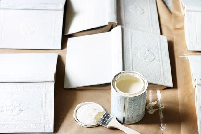 Aging-Old-Books-with-Chalk-Paint, DIY Vintage Books Restoration Hardware Inspired, Restoration Hardware books, vintage books, DIY vintage books, DIY Restoration Hardware Books, chalk painting books