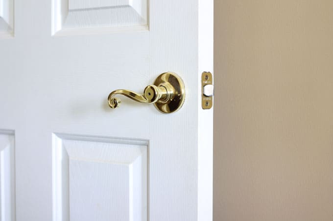 Door-Knobs-Before, update door hardware with spray paint, spray painted door knobs