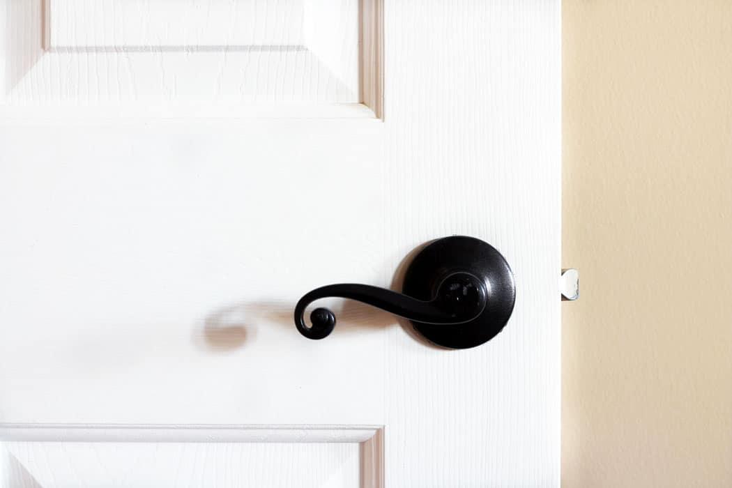 Update door hardware with spray paint, update door hardware with spray paint, spray painted door knobs