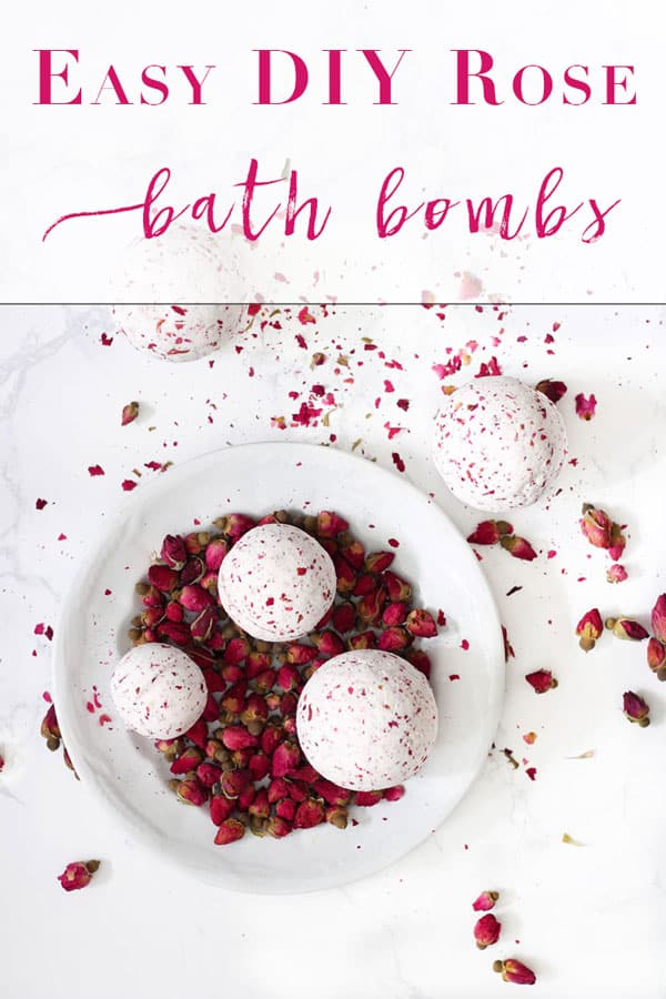 Easy DIY Bath Bombs | This is one of the easiest recipes I have found on how to make your own bath bombs, and they smell so good! #bathbomb #bathbombs