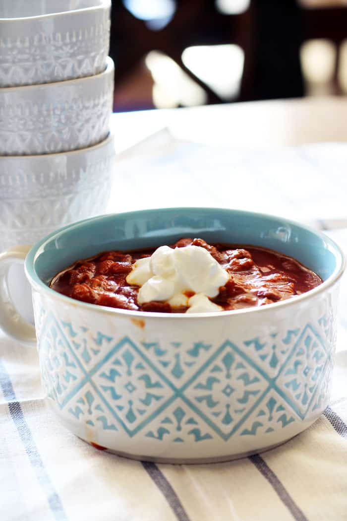 Quick and Easy 30 Minute Chili, easy chili recipe, 30 minute chili, quick chili, quick and easy chili, simple chili, savory recipes, one pot chili #chilirecipe #quickrecipes