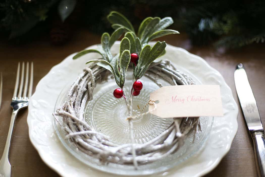 Green and Red Christmas Tablescape | This green and red Christmas tablescape will inspire you this holiday season. #christmasdecor #christmasdecorating #christmas #christmastabledecor #christmastablescape