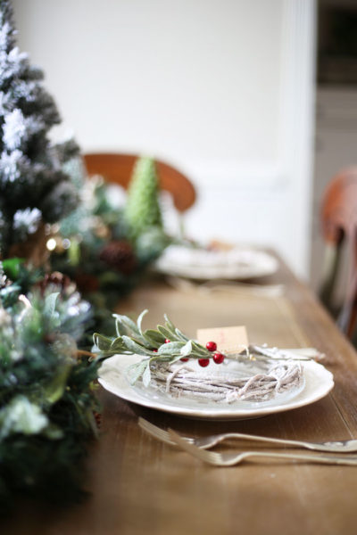 Christmas Table Decor | This Christmas table is gorgeous and adds tons of green and red to your holiday home! #christmas #christmastabledecor #christmasdecor #christmasdecorating #holidaytable #christmastablescape