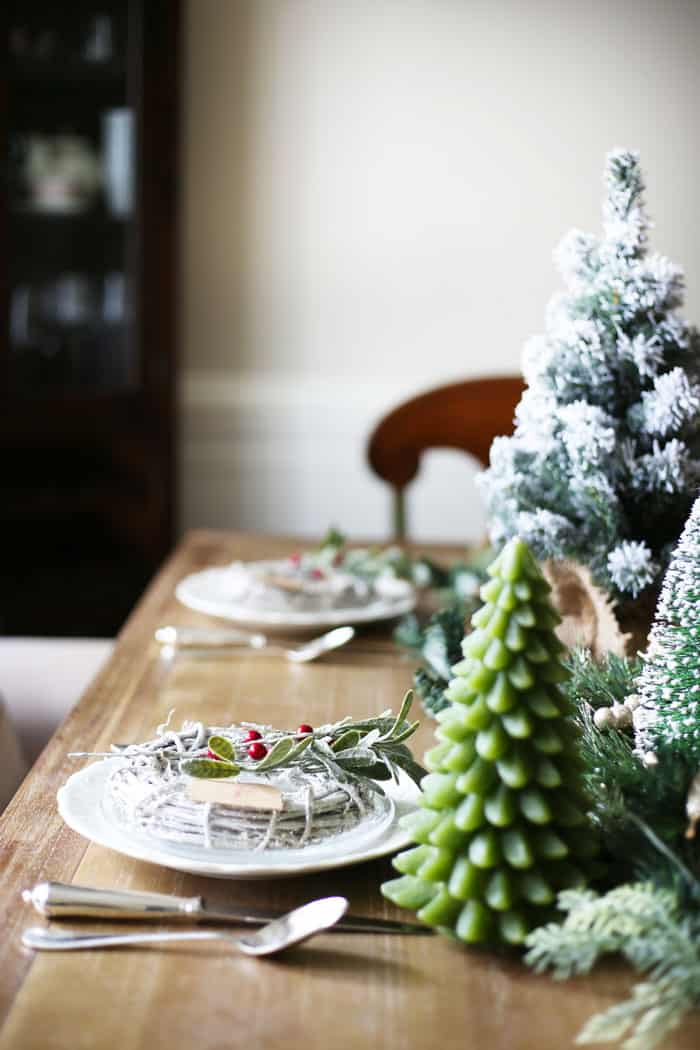 Christmas Tablescape | Check out this green and red Christmas table for a little holiday inspiration! #christmas #christmasdecor #christmasdecorating #christmastablescape #christmastable