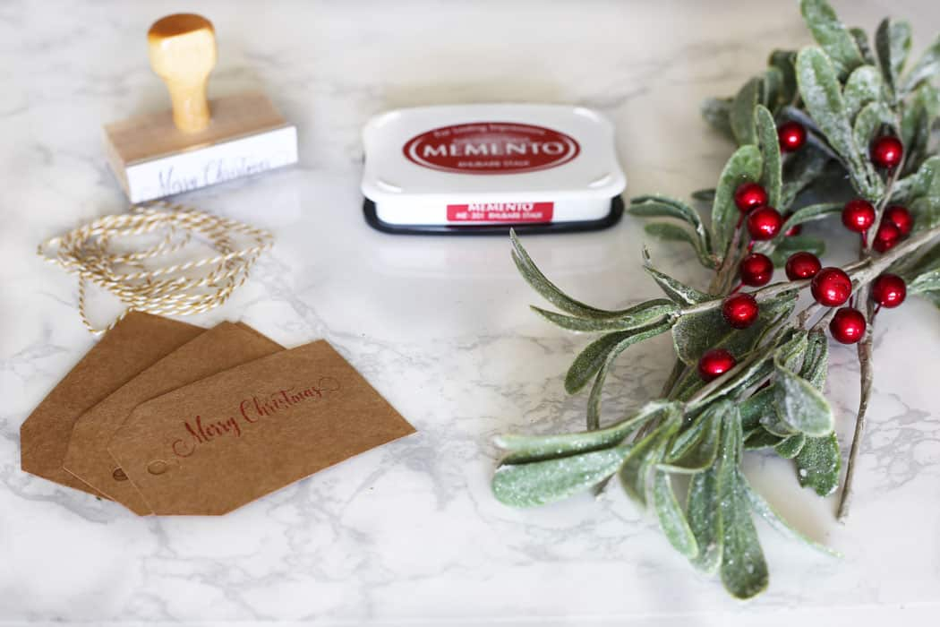 Christmas Place Cards | These DIY Christmas Place Cards are so easy and will have your holiday table looking fabulous in no time!